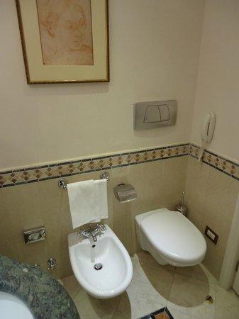 Sofitel Rome Villa Borghese: Coin toilettes.