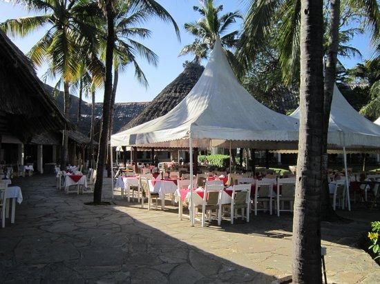 Voyager Beach Resort:                   Eat Italian here Al Fresco