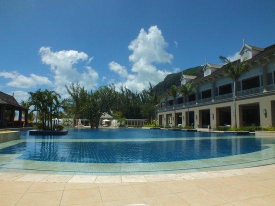 The St. Regis Mauritius Resort:                                     piscine