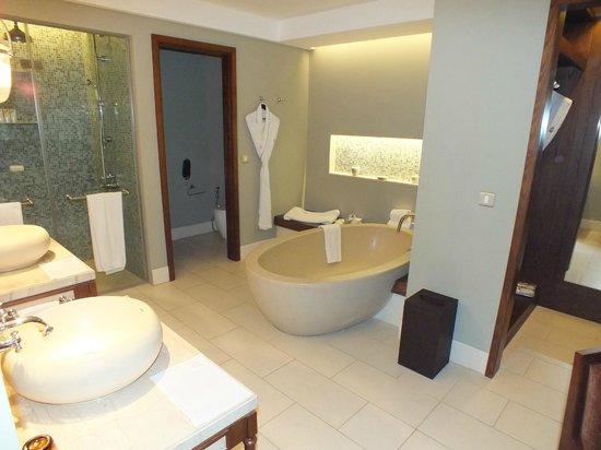 The St. Regis Mauritius Resort:                                     Salle de bain