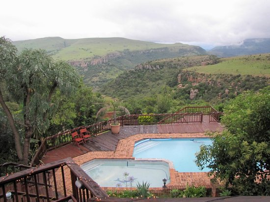 Acra Retreat - Mountain View Lodge - Waterval Boven:                   Blick von der Terasse