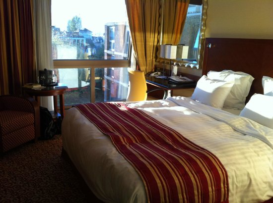 Amsterdam Marriott Hotel:                   (Relatively) Spacious room