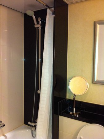 Marriott Amsterdam:                   Bathroom - shower & tub combination