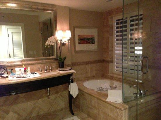 เซนท์รีจีส,โมนาร์ชบีช:                   best hotel bathroom ever