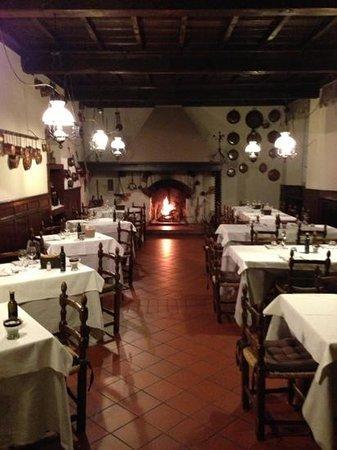 Sant' Eustorgio:                                     sala interna