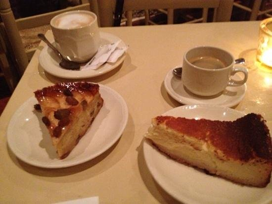 Caelum: Coffees, apple and almond cake and cheesecake. Yum!