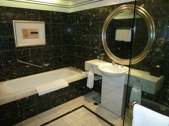 Hyatt Hotel Canberra: Bathroom