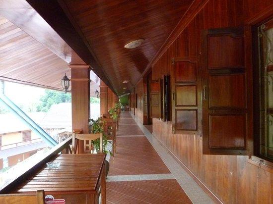 Phetsokxai Hotel Pakbeng:                   Along the balcony