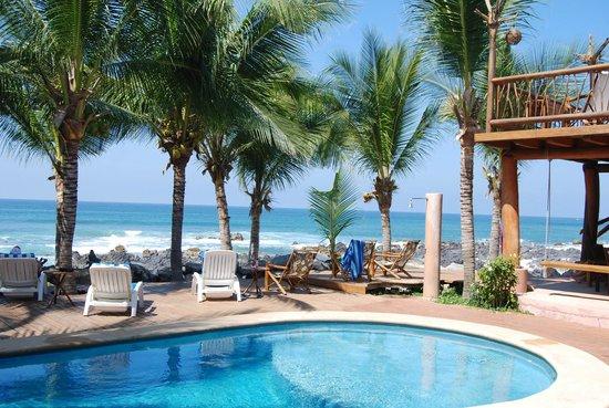 Merece Tus Suenos :                   Relaxing poolside view!