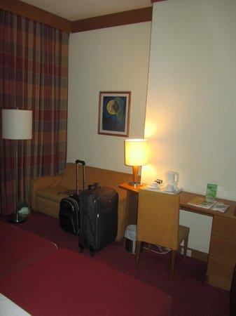 Quality Inn Porto:                   Quarto espaçoso