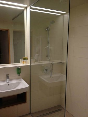 JUFA Hotel Wien City: bathroom