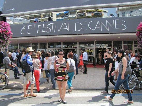 Palais des Festivals et des Congres of Cannes: acceso