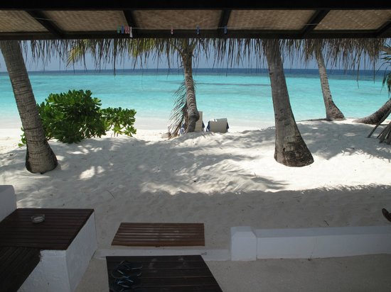 Angaga Island: View from beach bungalow 129