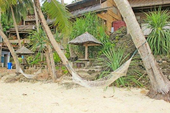 Freddies Santai Sumurtiga:                   beach