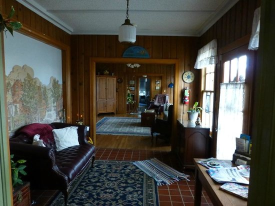 Texas SunCatchers Inn:                   Foyer, Family Room, Library Areas