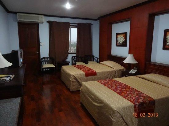 Vansana Riverside Hotel:                   Hotel room