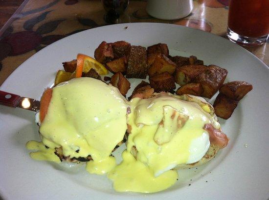 Maxi's Restaurant:                   smoked salmon eggs benedict at Maxi's