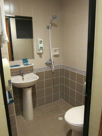 Hotel 81 - Star: Bathrom, small