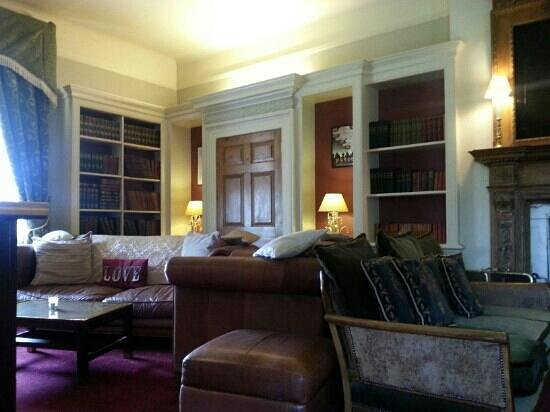 Rowley Manor Country House Hotel:                                                                                           bar ar