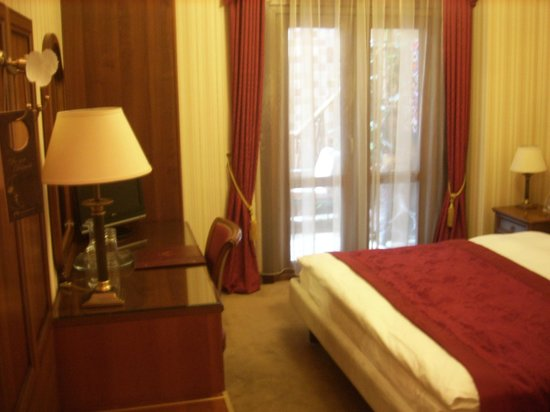 Ambassadori Tbilisi Hotel: Part of room
