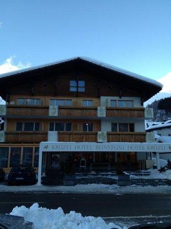 Hotel Kruezli: b
