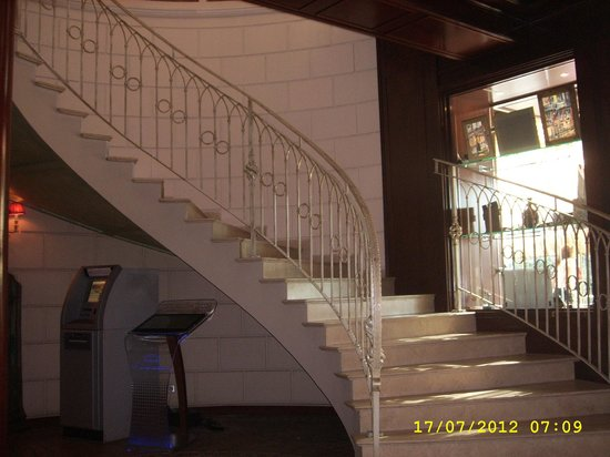Ambassadori Tbilisi Hotel: Access stairs