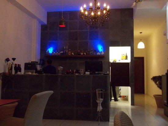 Veneno Vil :                   Looking into restaurant towards bar area