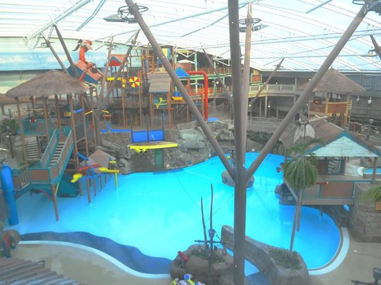 Alton Towers Waterpark : just after closing, looking onto the pool
