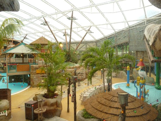Alton Towers Waterpark : the poolside