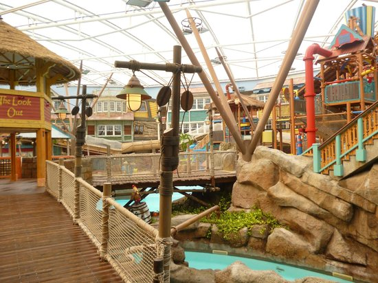 Alton Towers Waterpark : bridge over the rapids