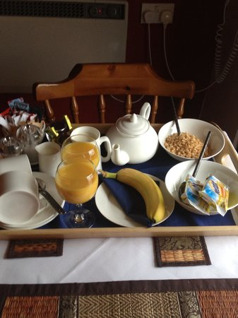 Laurel Cottage B&B:                                     Breakfast