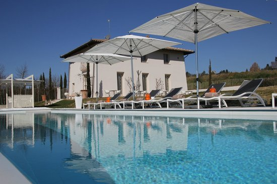 B&B Villa Luogoceleste: View Villa and swimming pool