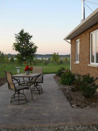 Wenzler's Landing Bed & Breakfast: The east side patio has terrific views