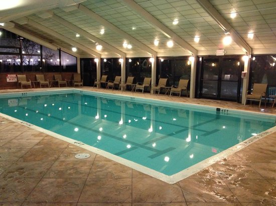 Tower Square Hotel Springfield In Door Pool