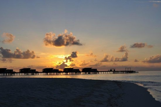 Park Hyatt Maldives Hadahaa: Beautiul Maldivian Sunset