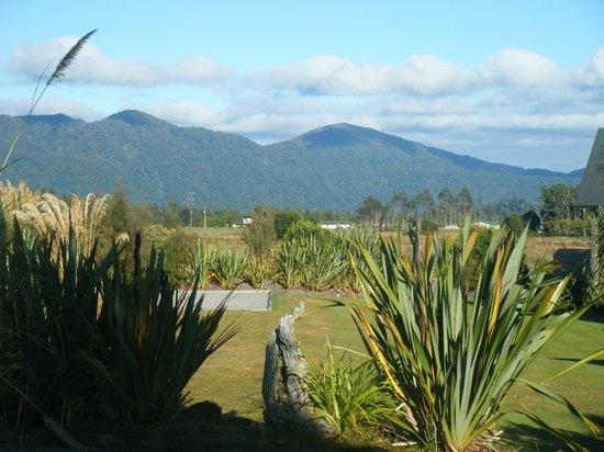 Glenfern Villas Franz Josef: View to side from Villa No 1