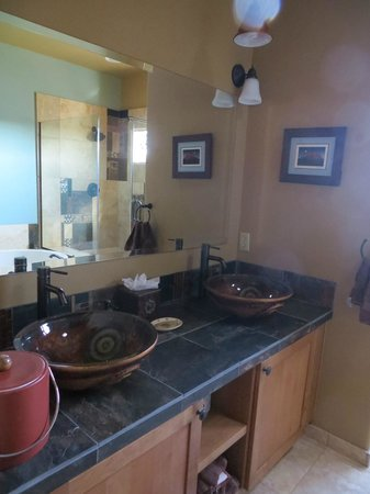 Alma de Sedona Inn Bed & Breakfast: Native Spirits Bathroom
