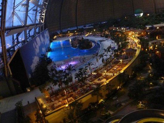Tropical Islands Resort :                   Główny basen