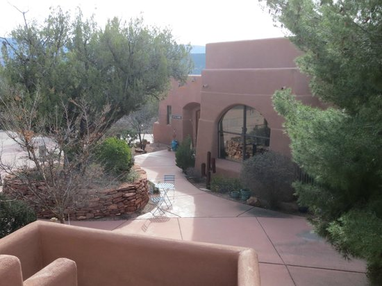 Alma de Sedona Inn Bed & Breakfast: The Lodge Building where the delicious breakfast is served
