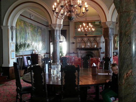 Camelot Castle Hotel:                   Round table