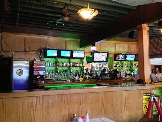 The Great Plate Bar & Grill: indoors