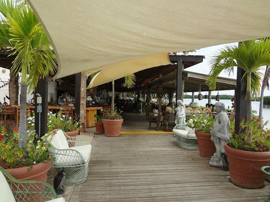 Grand Bahi­a Ocean View Hotel:                   On-site restaraunt