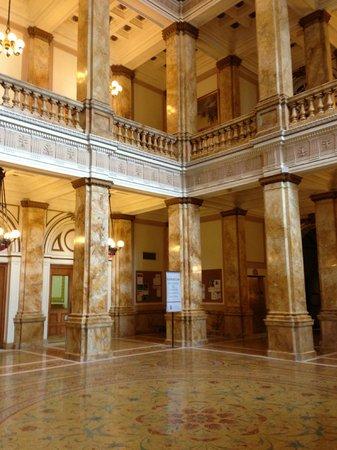 Milwaukee Public Library:                   beautiful entrance