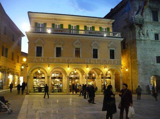Piazza del Popolo: Caffè Meletti