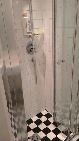 Espressohotel Milano Corso Genova: Shower