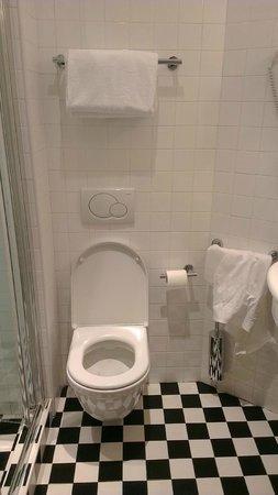 Espressohotel Milano Corso Genova: Toilet