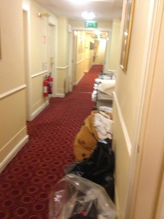 Grafton Capital Hotel: cleaning in progress
