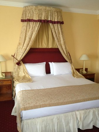 Grafton Capital Hotel: Nice room
