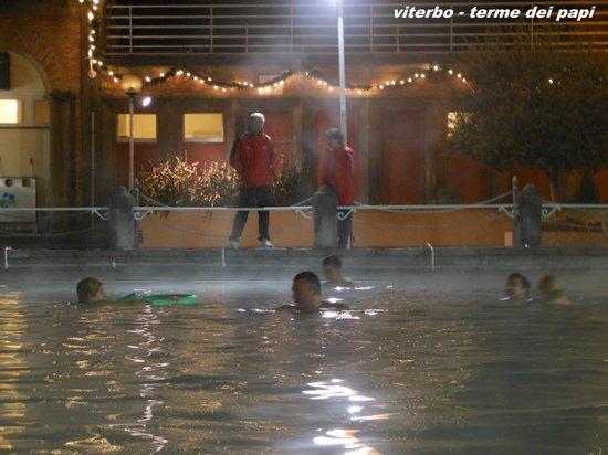 Viterbo, Italien: nell'acqua bollente di notte