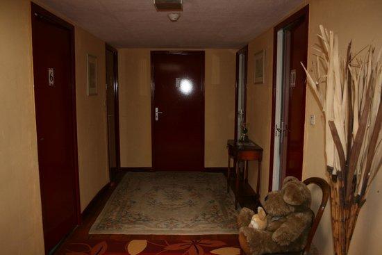 Hostellerie du Parc :                                     COULOIR 2EME ETAGE